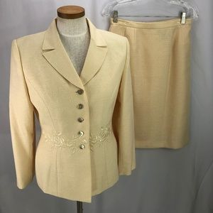 Le Suit Women's Yellow Skirt Suit 8P